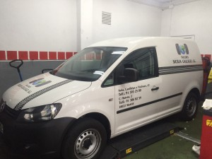 impresion e instalacion rotulacion vinilo de corte furgoneta estuarte
