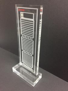 Trofeo personalizado metacrilato 2 (1)